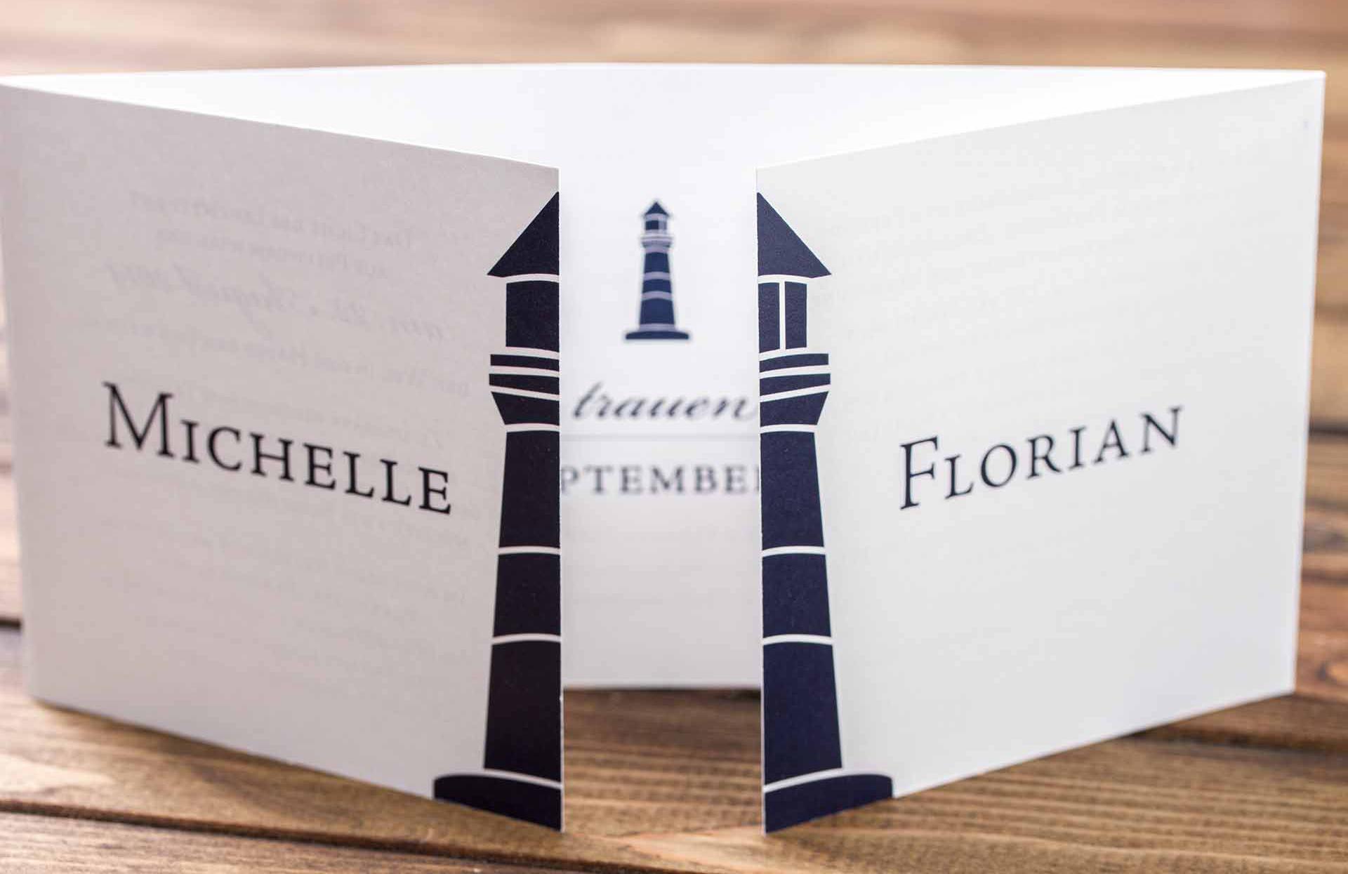 Einladungskarte mit Altarfalz im Design Leuchtturm
